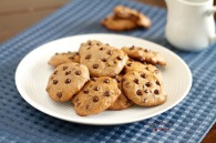 Paleo-Flourless-Chocolate-Chip-Cookies-042